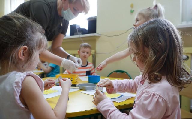 Dzieci cieszą się z tego, że mogły wrócić do przedszkoli
