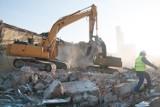 Katowice:  Wieżowiec DOKP w trakcie rozbiórki ZDJĘCIA