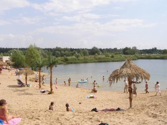 Położony w gminie Czerwonak sztuczny zbiornik wodny to doskonałe miejsce dla amatorów wodnych sportów ekstremalnych. Znajduje się tam wyciąg do nart wodnych i wakeboardu. Akwen posiada takie liczne udogodnienia jak strzeżona, piaszczysta plaża, wypożyczalnia sprzętu wodnego, plac zabaw, przebieralnie, natryski i boisko do gry w siatkówkę.Następna plaża----------->