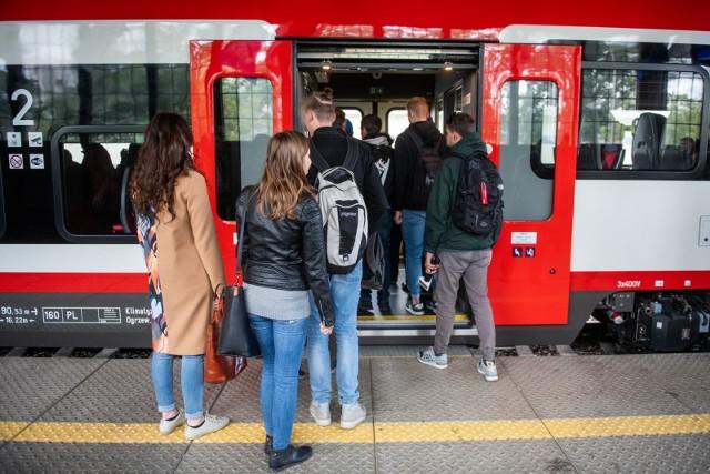 Nowe połączenia kolejowe czekają na pasażerów Kolei Wielkopolskich i Polregio w ramach nowego rozkładu jazdy. Zacznie on obowiązywać w niedzielę, 15 grudnia.