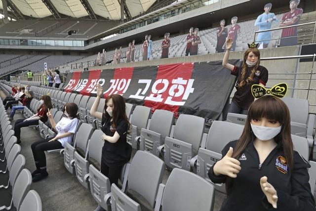 Sekslalki w strojach klubowych FC Seoul podczas niedzielnego meczu ligowego z Gwangju FC
