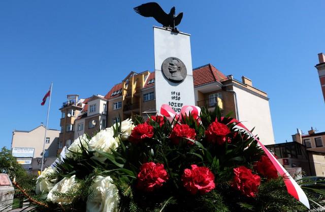 12 maja, w samo południe, na pl. Niepodległości w Grudziądzu odbyła się skromna uroczystość upamiętniająca 86. rocznicę śmierci marszałka Józefa Piłsudskiego