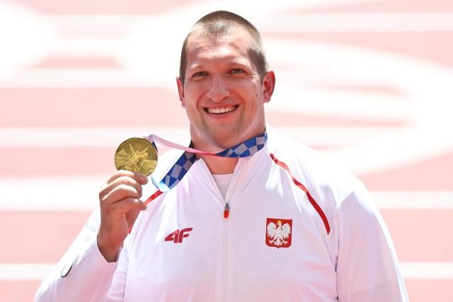 Olimpijska dekoracja w rzucie młotem mężczyzn. Złoto dla Wojciecha Nowickiego!
