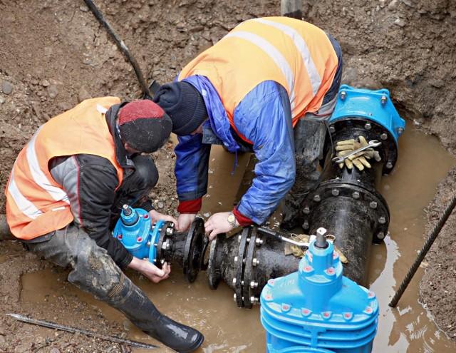 Ścieki wybijają w domach. Kto wrzuca mopy do kanalizacji w gminie Lipie?