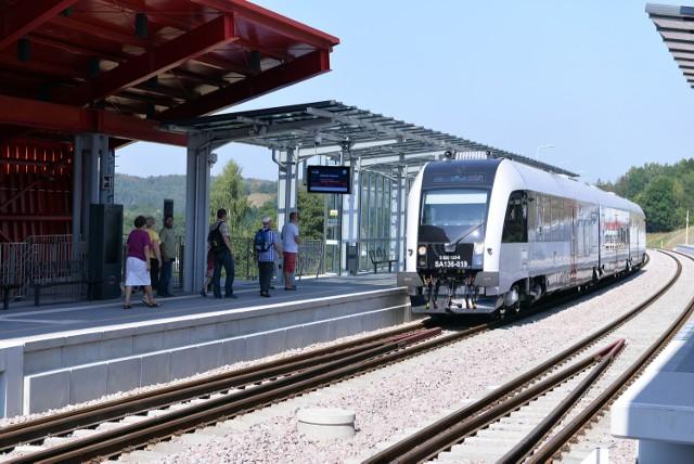 Serwis planowania podróży komunikacją miejską jakdojade.pl nie uwzględnia pociągów PKM