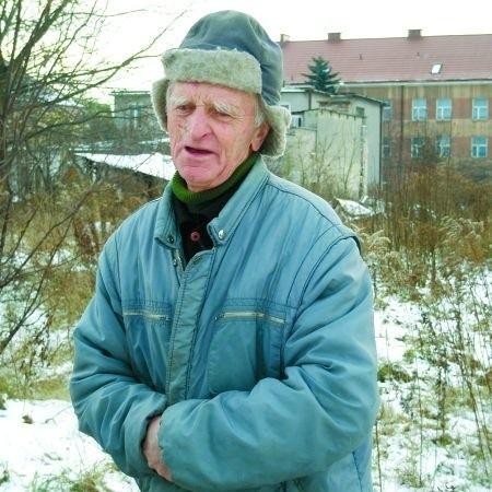 - Nie dość, że ogródek straciłem, a w zamian ugór dostałem, to teraz jeszcze sklep mi pod samym nosem postawią - oburza się Wacław Tomaszewski z ul. Mickiewicza