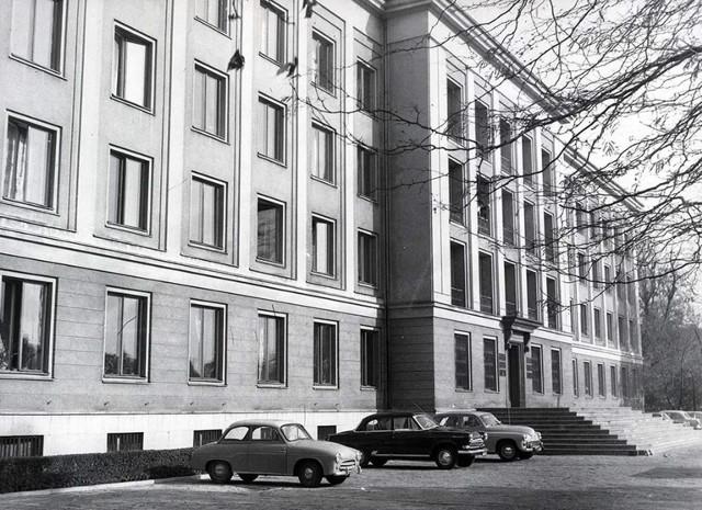 1967, Ówczesny gmach KW PZPR. Dziś Rektorat Uniwersytetu Medycznego