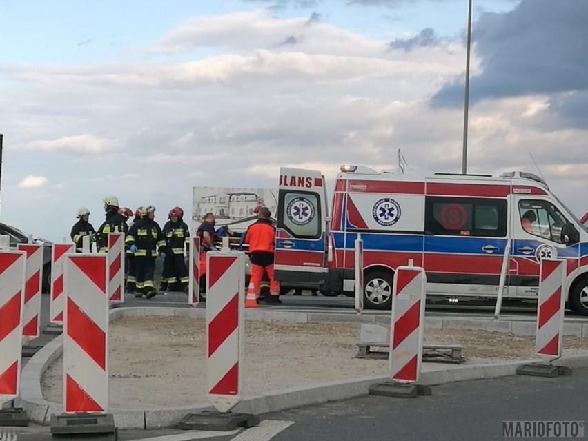 25-letnia kierująca renault megane wymusiła pierwszeństwo i doprowadziła do zderzenia z audi A3. Kobieta została ranna - poinformował dyżurny opolskiej policji. Do wypadku doszło w czwartek po południu przy zjeździe z autostrady na drogę krajową 45 w Dąbrówce.