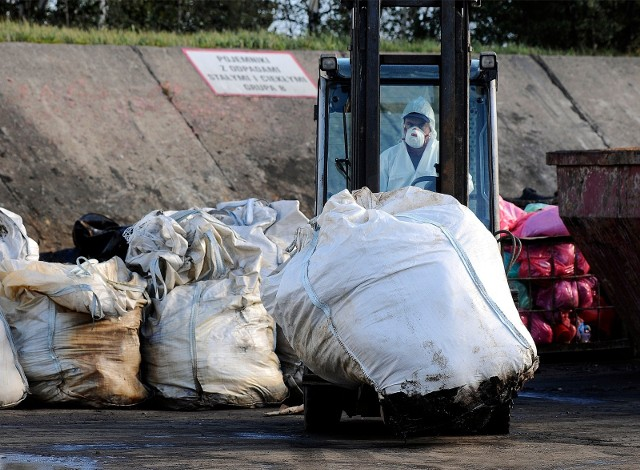 Zdaniem Ministerstwa Środowiska rząd skutecznie wypowiedział wojnę mafii śmieciowa. Rzeczywistość jest jednak inna.