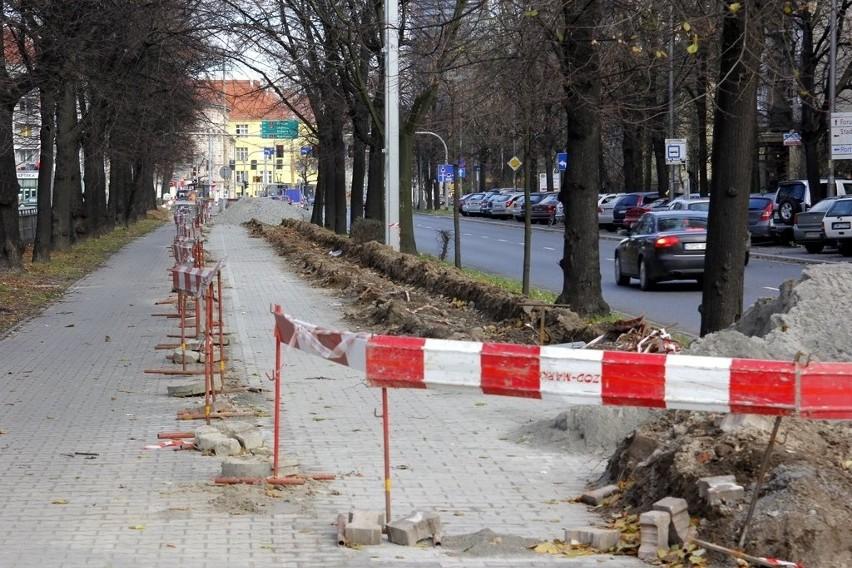 Wrocław: Kilometrowy wykop na Powstańców Śląskich. Co się tam dzieje? (ZDJĘCIA)