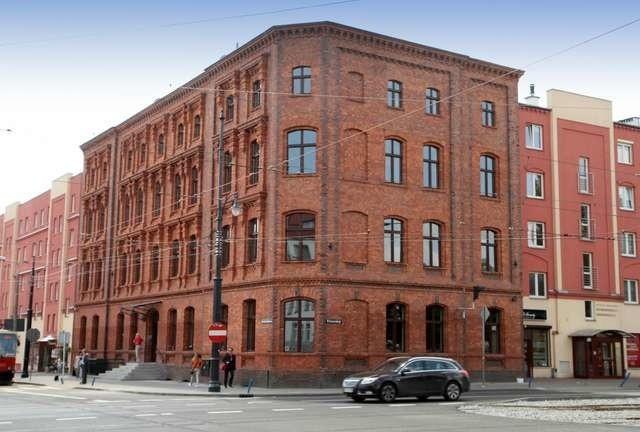 Budynek przy Sienkiewicza 29 służył ZSG od 1952 do 2004 roku. Dziś zaczyna on swoją karierę biurową