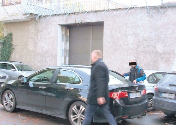 Tomasz P. po wyjściu z aresztu (na zdjęciu) nie stracił dawnego rezonu. – A rób zdjęcia, na zdrowie! – krzyknął do dziennikarza Głosu