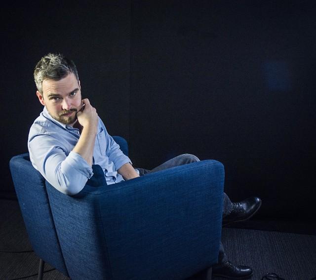 """Zygmunt Miłoszewski jesienią 2017 roku wydał powieść """"Jak zawsze"""". Została Książką Roku 2017 portalu Lubimy Czytać"""
