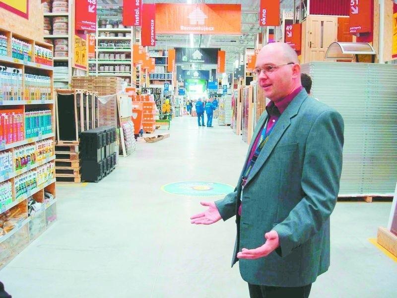 – Wszyscy pracownicy są dobrze przeszkoleni, przygotowani do pracy. Nie możemy doczekać się, kiedy zaczniemy sprzedawać – mówi wczoraj Rafał Truniarz-Jurek, dyrektor sklepu Castorama w Ełku.