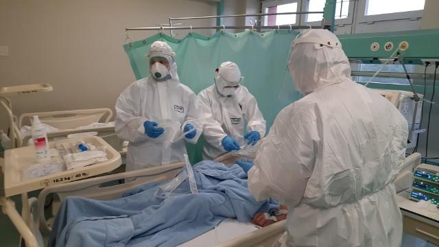 """Szpital w Grudziądzu jest """"węzłowym"""" dla całego Kujawsko-Pomorskiego. To tutaj trafiają pacjenci z COVID-19 oraz innymi schorzeniami, wymagający leczenia w specjalistycznych oddziałach zakaźnych"""
