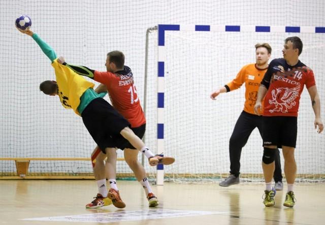 Bestios Białystok (czerwone koszulki) wygrał drugi mecz w tym sezonie
