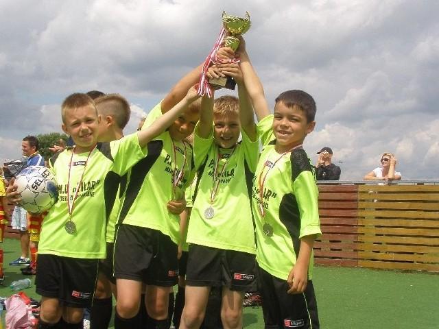 Młodzi piłkarze z KS Pogoń wicemistrzami Podlasia w piłce nożnej