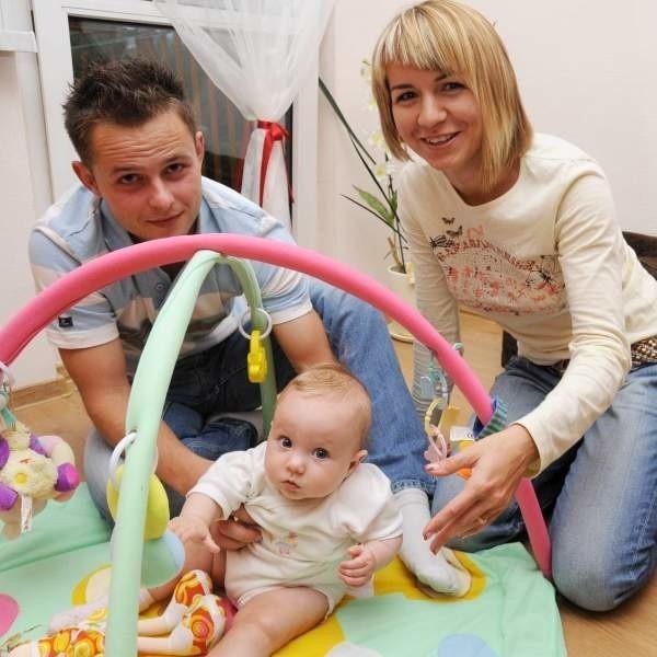 Szymon Jaremko, ojciec Zosi, jest zwolennikiem obowiązkowego urlopu ojcowskiego. Jego żona, Karolina, także.