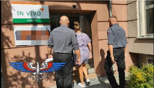 To fragment filmiku stowarzyszenia zamieszczonego na YouTube po wizycie w klinice przy ul. Kaszubskiej w Bydgoszczy.