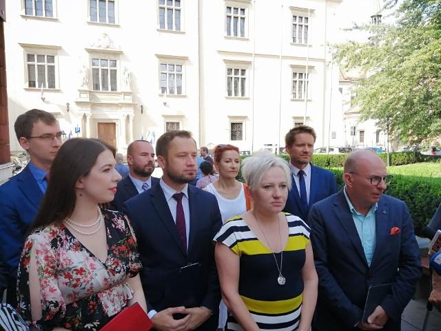 Radni KO, w środku Alicja Szczepańska (Kraków dla Mieszkańców), po prawej poseł Jerzy Meysztowicz