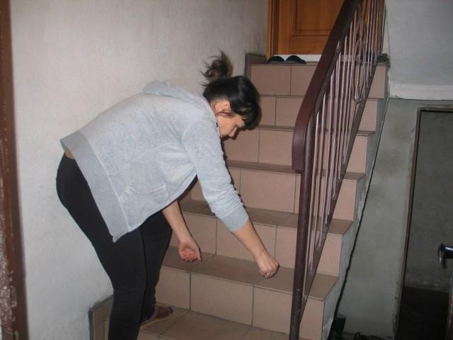 Pani Anna znalazła dziecko na schodach prowadzących z piwnicy do mieszkania.