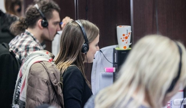 Telemarketerzy powinni informować osoby do których dzwonią o tym, że podczas spotkania odbędzie się sprzedaż
