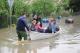 Odra zalała Koźle. Przez miasto przetacza się fala kulminacyjna. Strażacy i ochotnicy zabezpieczają wał przy Głubczyckiej