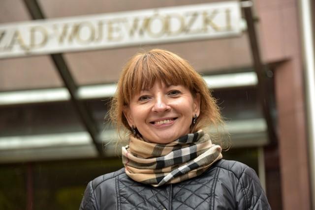 Ewa Zawadzka o tym, jakie były jej początki w szkole, o nowej reformie w edukacji i zmieniającym się podejściu do ucznia. Dziś święto nauczycieli