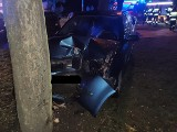 Pijana kobieta rozbiła auto na drzewie. Wypadek przy ul.Wileńskiej