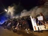 Michałowo. Wielki pożar starego budynku urzędu gminy Michałowo. Zawalił się nie tylko dach (zdjęcia, wideo)