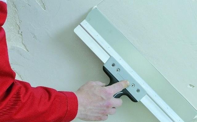 Tynk gipsowy może służyć do wyrównania ścian.
