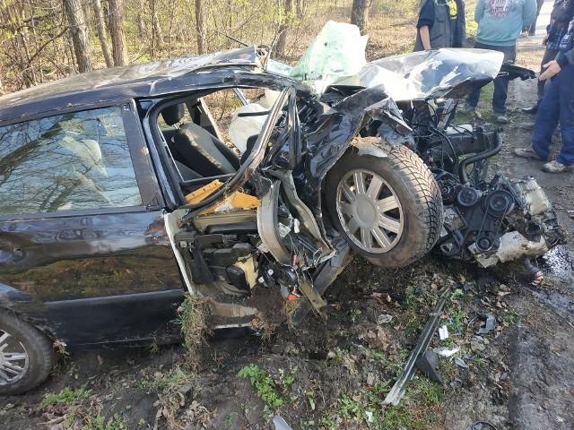 Do makabrycznie wyglądającego wypadku doszło w poniedziałek po godz. 8. Kierująca fordem wjechała do rowu.