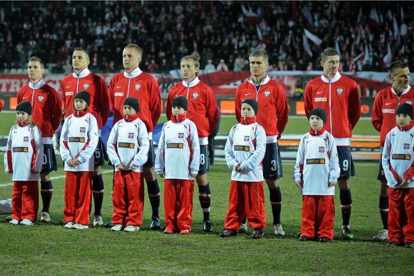 Reprezentacja Polski dziesięć razy grała oficjalne mecze z...