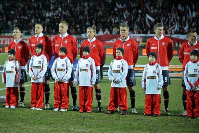 Reprezentacja Polski dziesięć razy grała oficjalne mecze z Hiszpanią w swojej historii i wygrała tylko raz, a we wszystkich tych starciach ustrzeliła zaledwie 10 goli. Przedstawiamy wszystkich strzelców bramek przeciwko La Roja i liczymy, że to grono powiększy się już w sobotę.