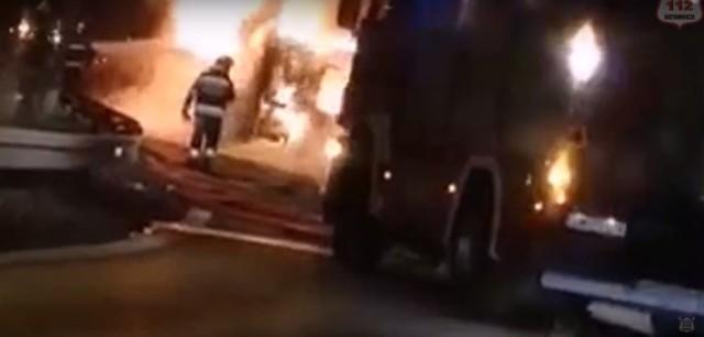 W środę o godz. 23.15 w Mikołowie zjazd z DK81 na DK44 w kierunku Tychy był zablokowany z powodu pożaru autobusu. Na miejsce przybył zastęp Ochotniczej Straży Pożarnej Mikołów-Kamionka. Na szczęście nie było żadnych poszkodowanych. Utrudnienia trwały do godz. 3.00.