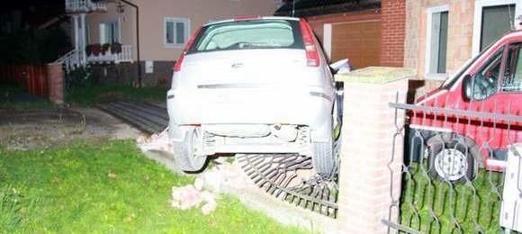 Kierowca tego forda doznał urazu głowy