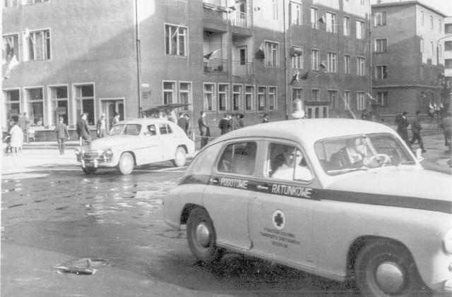 """Skrzyżowanie ulic Młyńskiej, Zwycięstwa i 1 Maja. To zdjęcie i serię  podobnych znajdziecie w piątkowym  """"Głosie""""."""