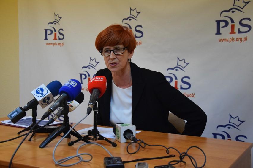 Minister Elżbieta Rafalska: - Warszawskie klamki są czasami...