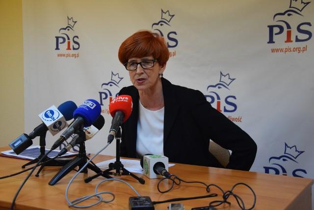 Minister Elżbieta Rafalska: - Warszawskie klamki są czasami pootwierane, ale – przepraszam – czerwonych dywanów nie będziemy rozwijać.