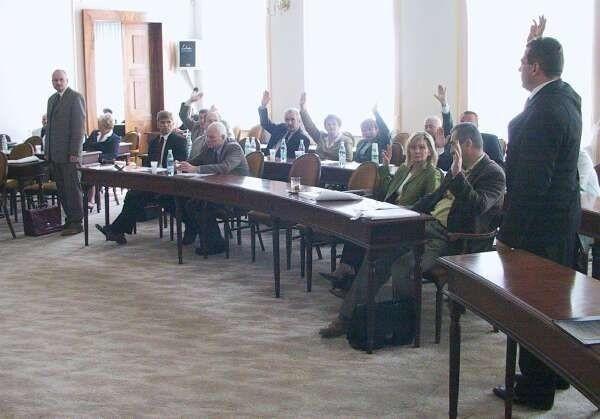 """Radomscy radni decydują o wydaniu milionów złotych na zakup """"Elektrociepłowni""""."""