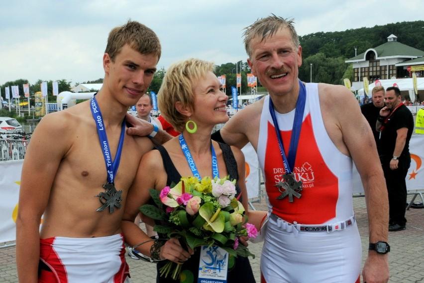 Prezydent Poznania, Ryszard Grobelny, na mecie ubiegłorocznego triathlonu z żoną, Ewą Siwicką