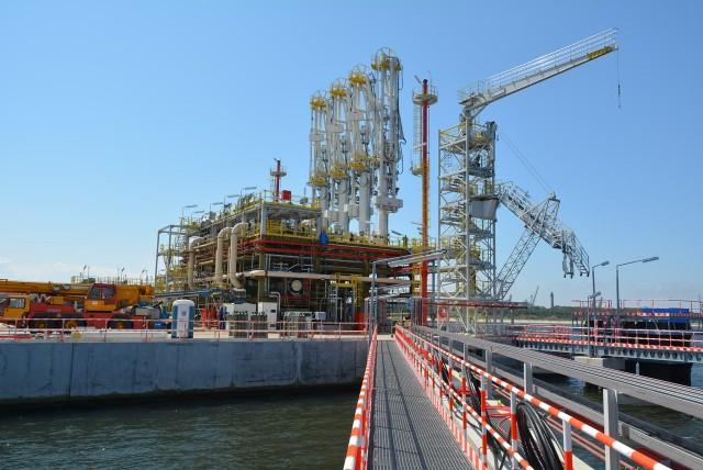 Tak wygląda platforma rozładunkowa PLNG. Wysoka konstrukcja, to wieża po której załoga będzie schodziła z pokładu tankowca.