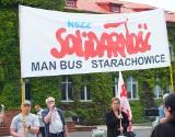 """Hałaśliwa i """"wybuchowa"""" pikieta w MAN Bus Starachowice. Coraz ostrzejsze zapowiedzi związkowców (ZDJĘCIA)"""