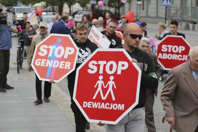 IX Białostocki Marsz dla Życia i Rodziny przeszedł przez Białystok. Kilkaset osób ruszyło sprzed kościoła św. Rocha w stronę parku Planty.