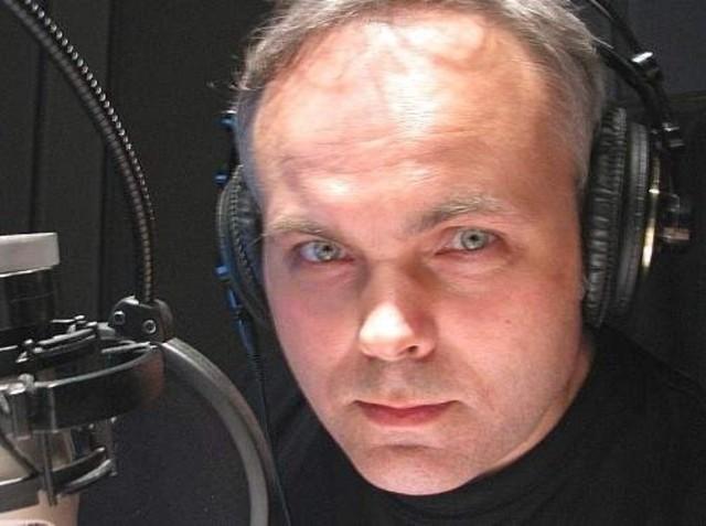 Adam Droździk w swoim żywiole, czyli przy mikrofonie Radia PiK w Bydgoszczy