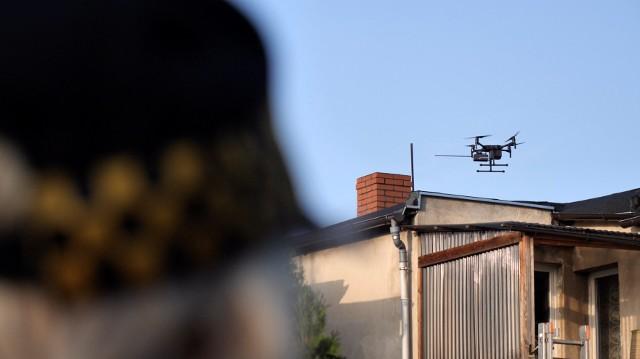 W okresie od października do grudnia dron unosił się w powietrzu łącznie ponad 75 godzin, monitorując poznańskie kominy. Jego działanie pomogło wykryć sprawców łamania przepisów