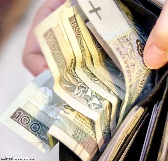 Haracz dla banku może wynosić przeszło 50 zł. Od każdych 100 zł!