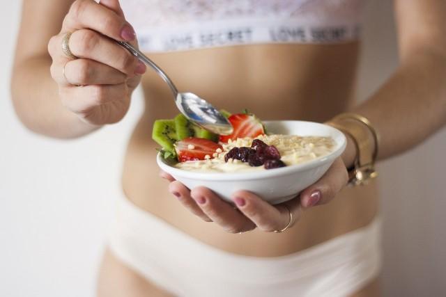 Jak zdrowo schudnąć po świętach? W naszej galerii przedstawiamy najpopularniejsze diety. Sprawdź, na co musisz uważać >>>