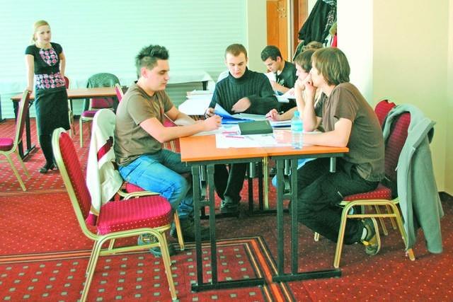 """Podczas szkoleń w ramach projektu """"Innowatorzy"""" młodzi przedsiębiorcy zdobywają wiedzę, która pomoże im zawojować rynek!"""