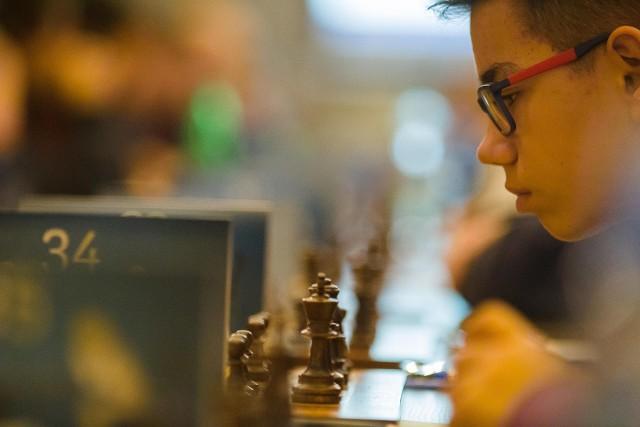 Rozgrywki szachowe w Katowicach to także okazja, by zmierzyć się z profesjonalnymi graczami